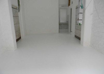 Pavimento in resina epossidica stile industrial