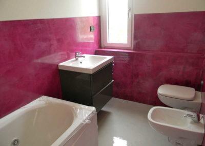 Bagni con pareti e pavimenti in resina epossidica