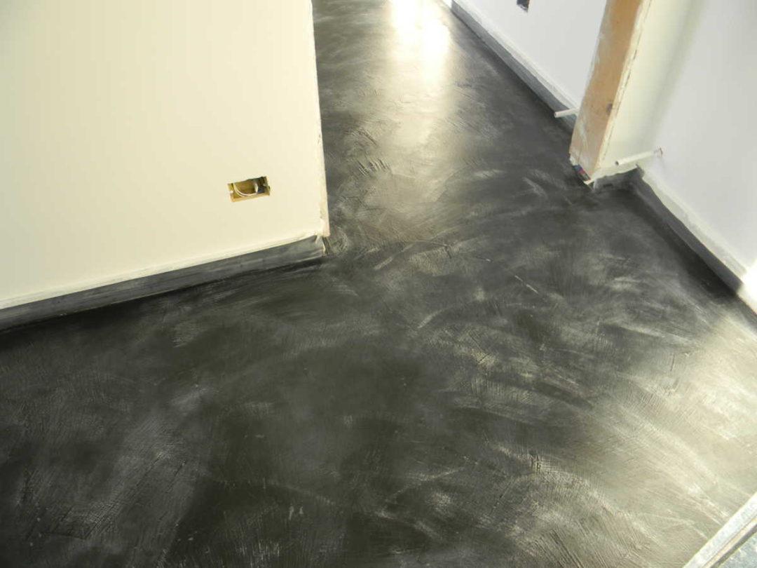 Pavimento in Resina spatolato alluminio