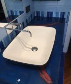 Rivestimento bancone bagno in resina epossidica
